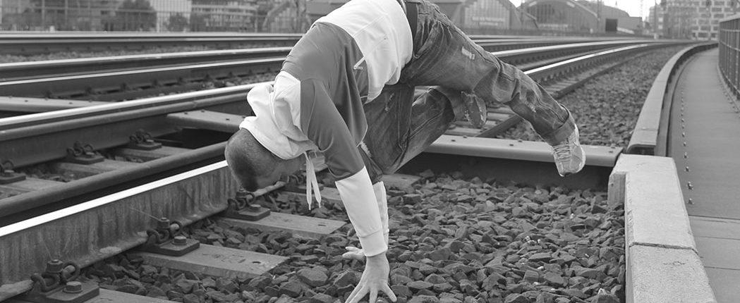 Ricky in Action an der Schnellbahn
